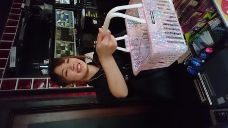 朝9時まで時給1200円の高時給! 「カラオケが好き」「人と話すのが好き」という方にピッタリ!